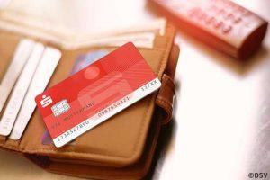 Die Flüge sind gebucht, die Koffer gepackt – aber wie soll die Reisekasse aussehen? Reicht Bargeld aus oder kann ich auch mit der Sparkassen-Card (Debitkarte) im Ausland bezahlen? Die Antwort auf diese Frage und weitere praktische Tipps bekommtst du hier.